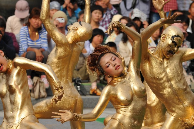 8 大須大道町人祭「金粉ショー」